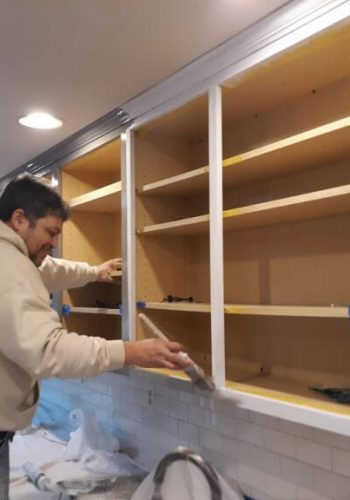 kitchen-cabinet-priming