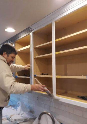 kitchen-cabinet-priming